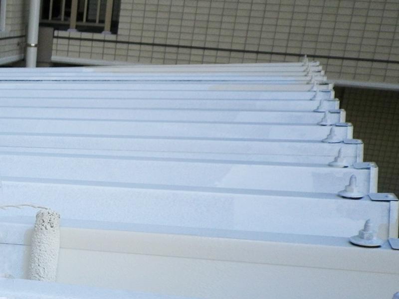 屋根の鉄部塗装工事